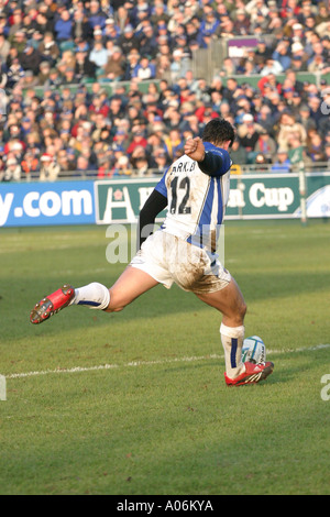 Bath and England Rugby player Olly Barkley kicking a penalty at The  Rec, Bath 2005. - Stock Photo