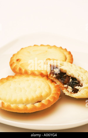 Closeup of a half eaten mince pie on white plate with two 2 full pies  sc 1 st  Alamy & Closeup of a half eaten mince pie on white plate with two 2 full ...