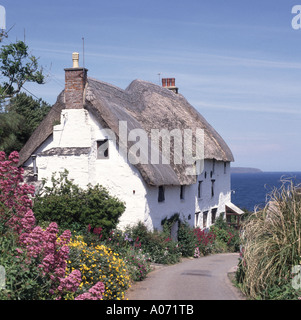 Church Cove near Mullion small coastal hamlet thatched roofed cottage - Stock Photo