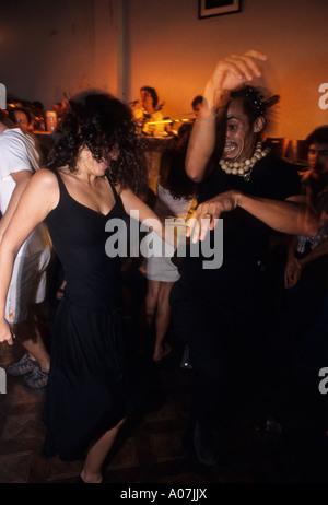 Rio de janeiro nightlife couple dance samba at mangueira for Miroir night club rio de janeiro