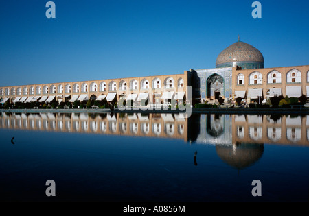 April 9, 2006 - Sheikh Lotfollah Mosque (Masjed-e Sheikh Lotfollah) on Imam Square (Naghsh-i Jahan Square) in Iranian - Stock Photo