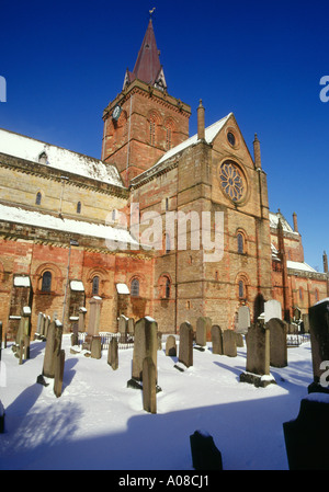 dh St Magnus Cathedral KIRKWALL ORKNEY Cathedral and grave yard in winter snow saint - Stock Photo