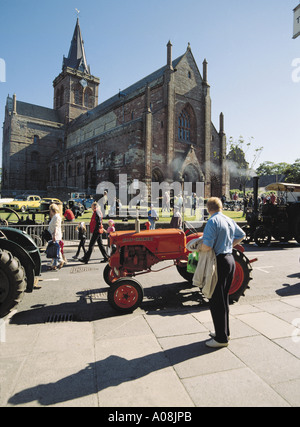 dh Broad Street KIRKWALL ORKNEY Scotland Tractor at vintage car rally people St Magnus Cathedral tractors uk - Stock Photo