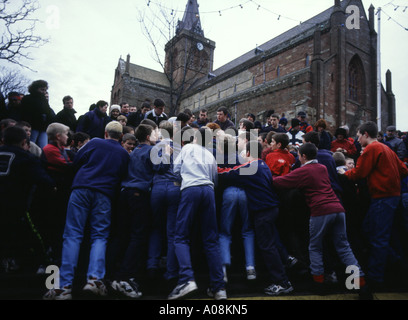 dh The Ba KIRKWALL ORKNEY Boys New Year Ba in Broad Street St Magnus cathedral youngsters kids - Stock Photo