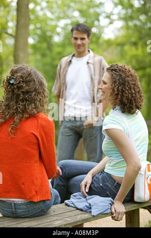 Flirt mit jüngerem mann