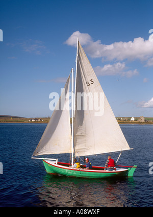 dh Longhope Regatta HOY ORKNEY Traditional Orkney Yole sailing boats white sheet sails - Stock Photo