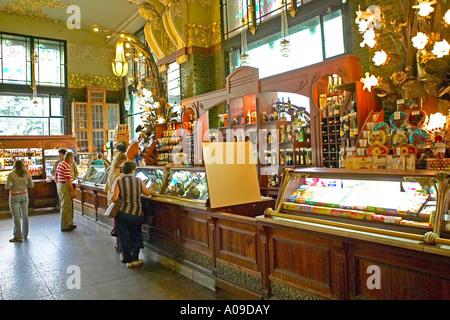 Sankt Petersburg, Gourmettempel, shooping food Jelissejew - Stock Photo