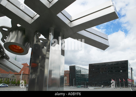 'City Fractal' stainless steel sculpture by Elisabeth Toubro and 'Black Diamond' Royal Library building, Copenhagen, - Stock Photo