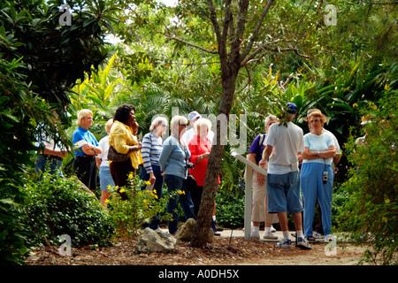 Explore garden  Excursion to botanical garden  Plants grown