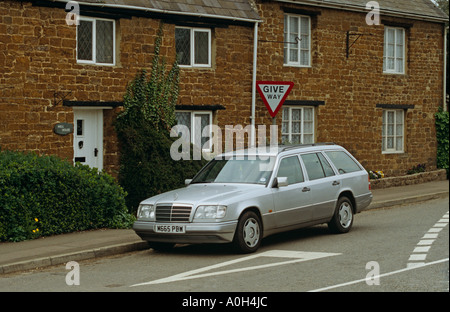 Mercedes Benz E Class  1993 to 1995  E220 Estate W124 Stock Photo