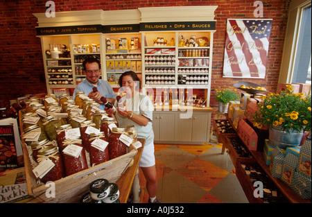... Portland Maine Exchange Street Stonewall Kitchen Couple Shopping    Stock Photo