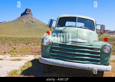 USA ARIZONA ROUTE 66 COOL SPRINGS GAS STATION CHEVY TRUCK 1951 2-TON - Stock Photo