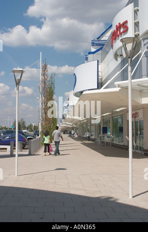Gallions Reach Shopping Park Beckton  London Borough of Newham GB UKshop retail car park out of town shopping business - Stock Photo
