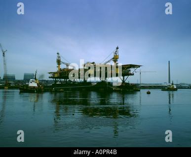 Gas platform loadout, Wallsend, River Tyne, Tyneside, Tyne & Wear, England, UK. - Stock Photo