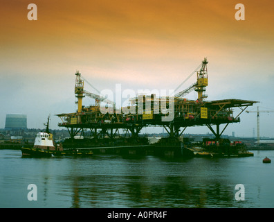 Gas platform loadout, Wallsend, Tyneside, Tyne and Wear, England, UK. - Stock Photo