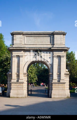 fusiliers arch st stephens green dublin ireland - Stock Photo