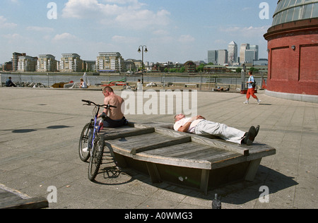 United Kingdom, England, London. Sunbathers on a hot summer day at Greenwich - Stock Photo