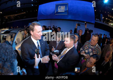 General Motors Chairman and CEO Rick Wagoner talks to journalists at the North American International Auto Show - Stock Photo