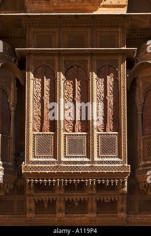 UGA75918 Zarokhas windows balconies Patwon ki Haveli Jaisalmer Rajasthan India - Stock Photo
