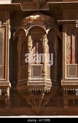 UGA75919 Zarokhas windows balconies Patwon ki Haveli Jaisalmer Rajasthan India - Stock Photo