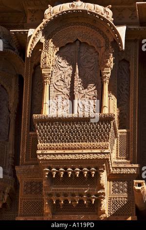 UGA75921 Zarokhas windows balconies Patwon ki Haveli Jaisalmer Rajasthan India - Stock Photo