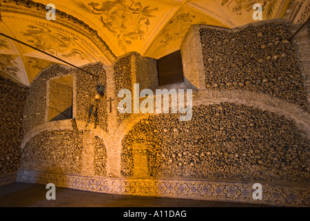 The bone chapel in Evora (Portugal). La chapelle des ossements dans l'église Sao Francisco à Évora (Portugal). - Stock Photo