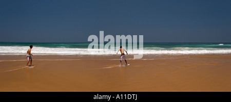 Skimboarders on Cordoama beach, in Algarve (Portugal).  Skimboarder sur la plage de Cordoama, en Algarve (Portugal). - Stock Photo