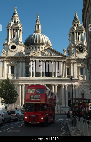 The west front of St. Paul's Cathedral from Ludgate Hill, London, England, UK. - Stock Photo