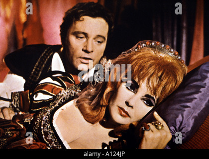 Doctor Faustus Year 1967 Directors Richard Burton and David Coghill Richard Burton Elizabeth taylor - Stock Photo