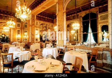 Paris France, French Haute Cuisine Restaurant, Dining Room 'Hotel de Crillon' 'Les Ambassadeurs' european restaurant - Stock Photo