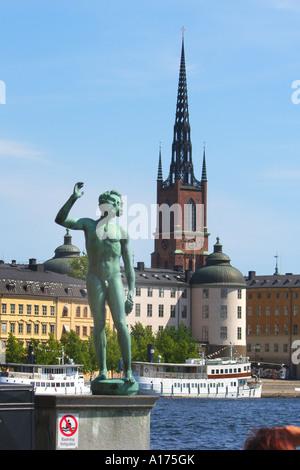 Sweden, Stockholm, Stadshuset, park, singer - Stock Photo