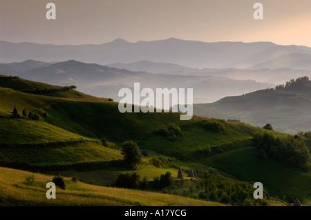 Oferte De Cazare Maramures Piscina De Fibra europe-romania-maramures-landscape-near-bogdan-voda-seen-from-bocicoel-a17ycg