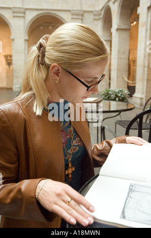 A young lady studying at the Fogg Art Museum in Harvard, Cambridge, Massachusetts - Stock Photo