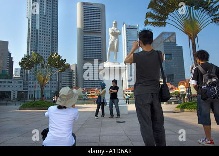 Boat Quay SINGAPORE Statue Sir Stamford Raffles riverside river side Landing Site famous place tourist - Stock Photo