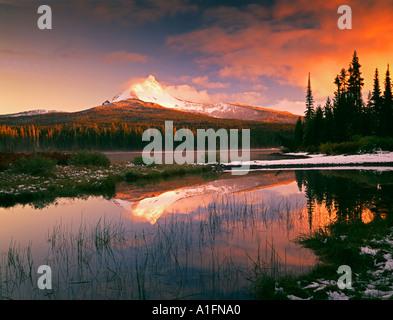 Mount Washington reflection in Big Lake Oregon - Stock Photo
