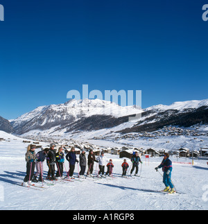 Beginners Ski School on the nursery slopes, Livigno, Italian Alps, Italy - Stock Photo