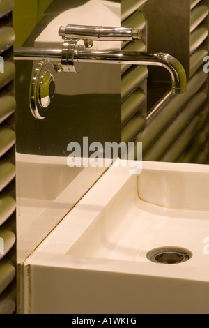 Second Floor Restaurant, Bar and Brasserie, Harvey Nichols, Manchester, 2003. Basin detail. - Stock Photo