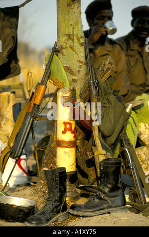 ANGOLA CIVIL WAR AUG 1993 SOLDIERS HAVING A BREAK - Stock Photo