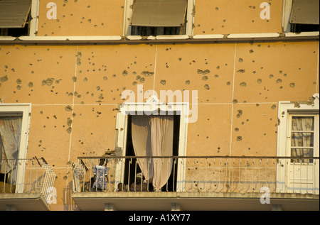 ANGOLA CIVIL WAR AUG 1993 BUILDING WITH PEOPLE LIVING INSIDE RIDDLED BY BULLETS HOLES - Stock Photo