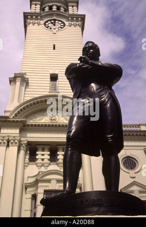 Stature of Sir Stamford Raffles 1781- 1826 outside City Hall in Singapore - Stock Photo