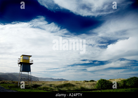 remote life gaurd station shut up for winter at ocean beach hawkes bay - Stock Photo