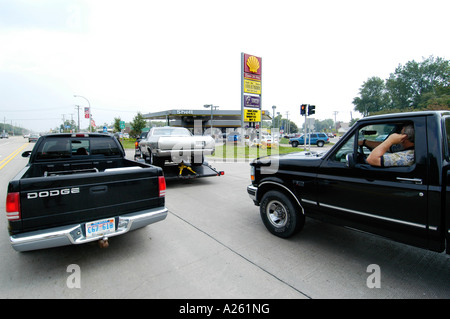 Long lines form at gas station during gasoline shortage - Stock Photo