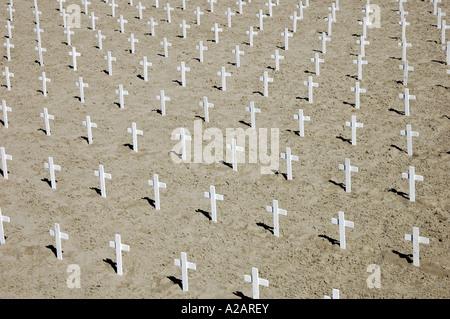 A sea of white crosses on Santa Monica beach, Los Angeles, California, USA. - Stock Photo