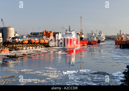 Ice Floes on the River Dee in Aberdeen Harbour at the edge of the North Sea. Grampiam Region. Scotland.  XPL 4367 - Stock Photo