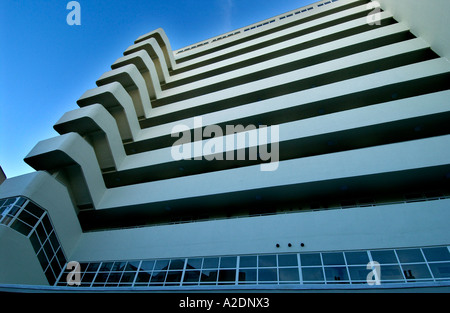 The newly restored Art Deco apartment building Embassy Court Brighton - Stock Photo