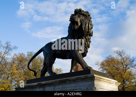 dh Forbury Gardens READING BERKSHIRE commemorating dead soldiers Afghan campaign Berkshire regiment Maiwand Lion - Stock Photo