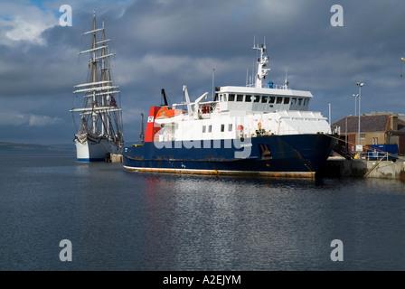 dh Kirkwall harbour KIRKWALL ORKNEY Orkney Ferries ferry MV Varagen and tall ship Statsraad Lehmkuhl - Stock Photo