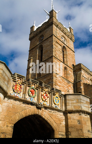 dh Palace outer gate LINLITHGOW WEST LOTHIAN Stone carved painted heraldry coat of arms entrance St Michaels historic church scotland uk medieval