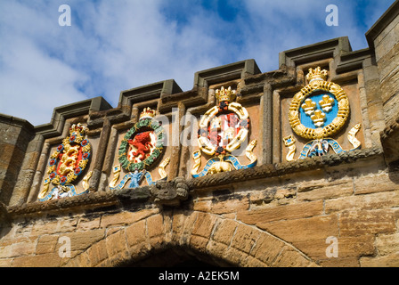 dh Outer gate LINLITHGOW PALACE WEST LOTHIAN Stone carved painted heraldry coat of arms above entrance medieval crests Scotland