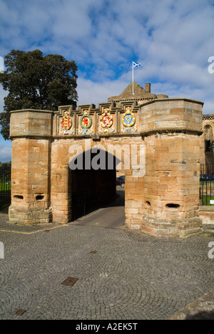 dh Linlithgow Palace outer gate LINLITHGOW LOTHIAN Palace entrance gateway turreted stone wall